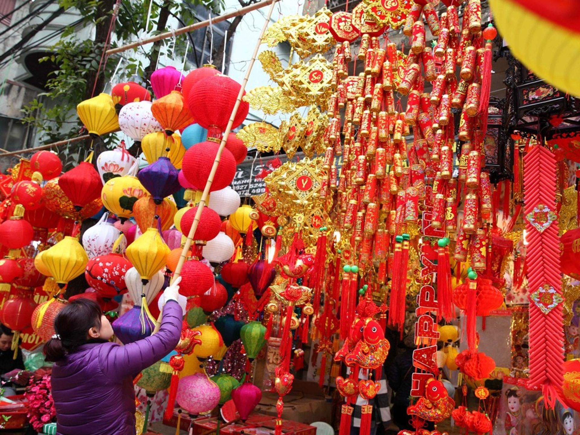 相对于越南国内中产、新贵对其同胞生活的疏离,华文世界看到越南城乡的生活现状,反而会有些亲切感。越南城市居民相当于中国内地20世纪90年代的精神状态拉近了两国间的距离。(新华社)
